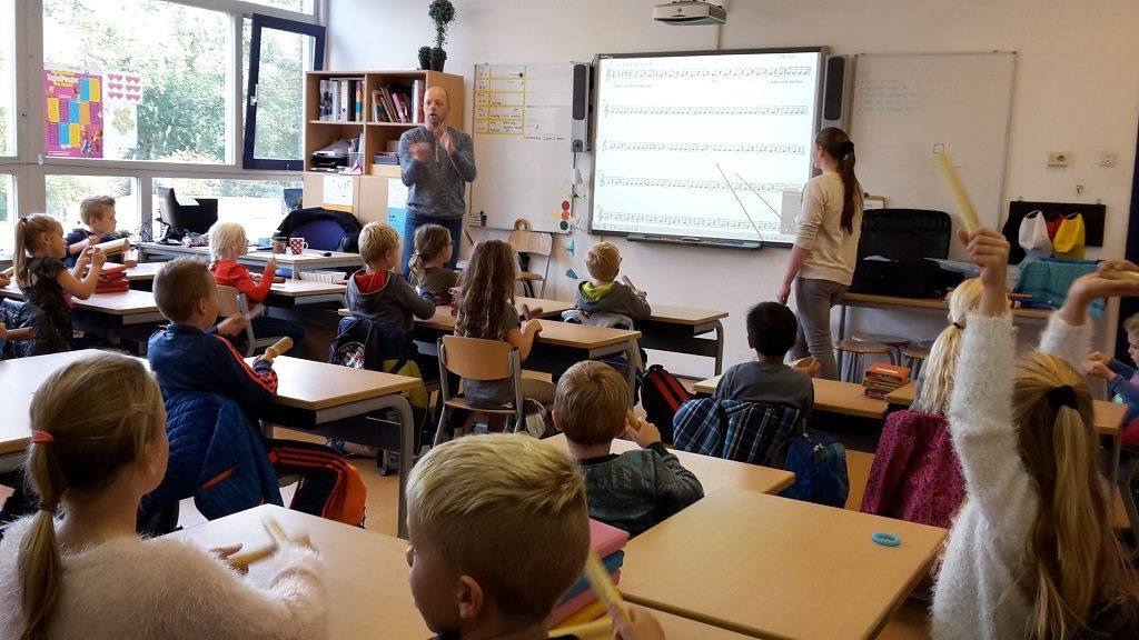 Jong-Holland muziekles op school